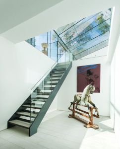 Interior Glass Railing Wood Stair Kit Cantilever Stairs pictures & photos