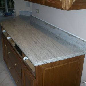 Factory Direct River White Granite Island Countertop pictures & photos