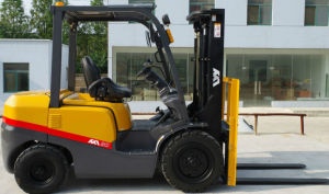 Japanese Engine New Automatic 2.5tons Gasoline Forklift with CE pictures & photos