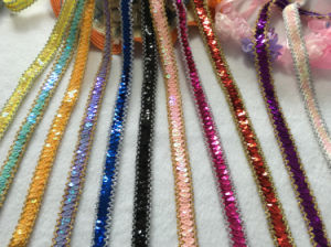 High Quality More Colors 1.5cm Stretch Sequins Trimming for Decoration pictures & photos