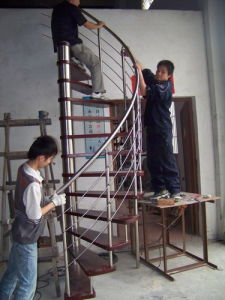 Wooden Spiral Staircase (YG9002-18)