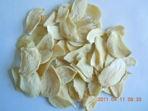 Chinese Garlic Flakes with Good Quality pictures & photos