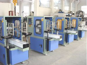 Intelligent in-Mould Label Machine / Labelling Machine (TX-200/3)