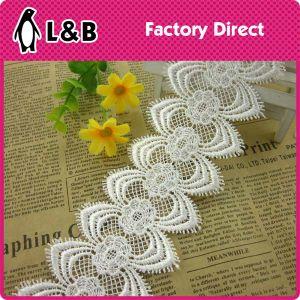Fashion 100% Polyester Symmetrical Flower Pattern Decorative Lace Trim pictures & photos
