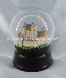 Resin Snow Globe or Resin Snow Ball pictures & photos