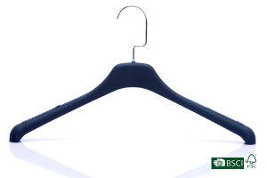 Wholesale High End Simple Smooth Anti-Slip Plastic Hanger pictures & photos