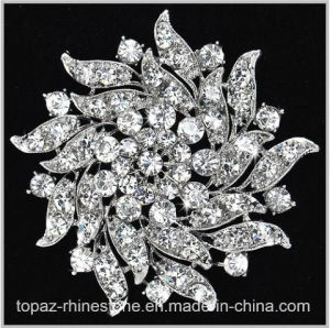 Shining Crystal Rhinestone Flower Brooch for Garment (TM-032) pictures & photos