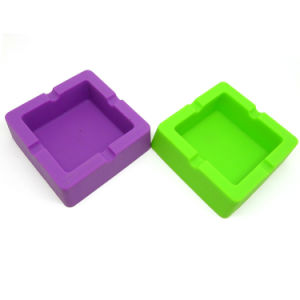 Hot Selling Durable Square Shape Silicone Ashtray Cigarette Tray pictures & photos