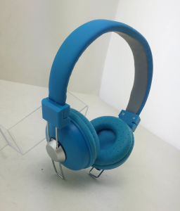 Customzied Color Headphone for Cellphone/ iPad/PC pictures & photos