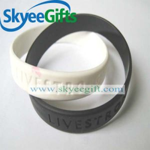 Custom Debossed Silicone Bracelet for Gift pictures & photos