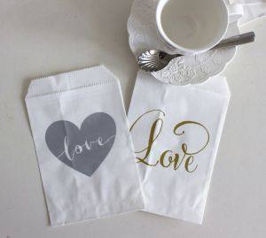 2017 New Design Silver Heart Love Printing Paper Treat Bag pictures & photos