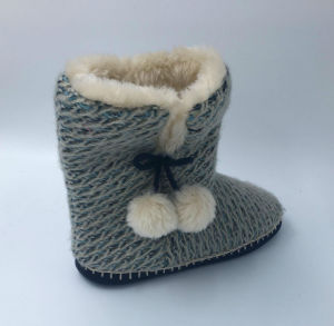 Women′s Knitted Winter Slipper pictures & photos