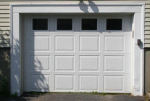 Bifold Aluminum Smooth Panel Overhead Sectional Garage Roller Shutter Doors (Hz-FC320) pictures & photos