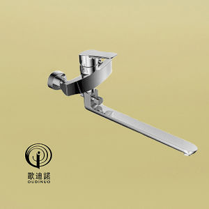 Brass Material Single Handle Deck-Mounted Kitchen Faucet 68719 pictures & photos
