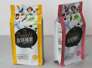 Customized Dry Fruit Snack Food Packaging Bag with Handhole pictures & photos