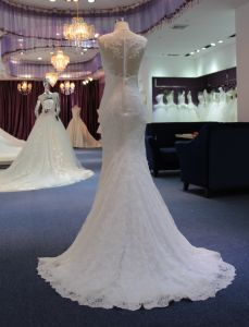 Fit and Flare Classic Boat Neckline Satin&Tulle Wedding Dress pictures & photos