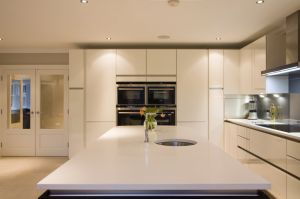 Kitchen Cabinet, Hot Sale Modern High Glossy Lacquer Kitchen Furniture pictures & photos