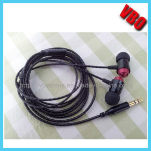 2014 New Style Metal Earphone Headphone with Duralble Cord pictures & photos