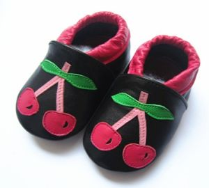 Baby Shoes for Walk pictures & photos
