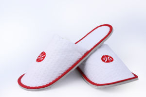 Disposable Hotel Slipper with 5mm EVA Sole pictures & photos