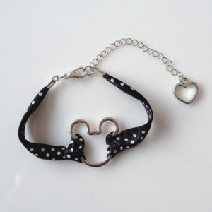 Disney Kids Jewelry-Hollow Minnie Head Satin Band Bracelet pictures & photos