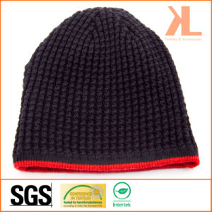 100% Acrylic Reversible Red-Striped Knitted Hat pictures & photos