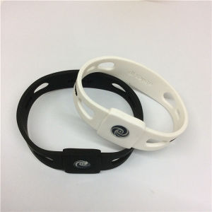 2016 Customize Cheap Fashion Silicone Band From Supplier pictures & photos