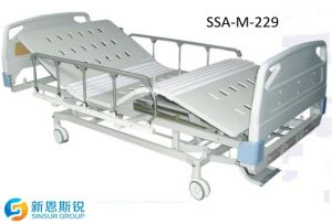 China Factory ISO/CE Approved Manual Double Crank Nursing Hospital Beds pictures & photos