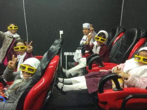 Large Screen 5D Motion Ride, 5D 7D 9d 12D Movie Theater Hydraulic / Electric System pictures & photos