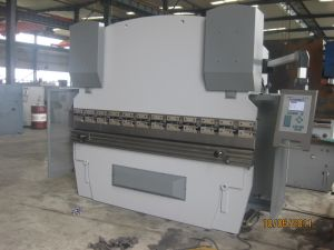 CNC Bending Machine (WC67K 100T3200) with Da52 pictures & photos