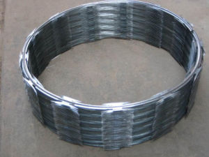 Barbed & Razor Wire Galvanized Wire Fence pictures & photos