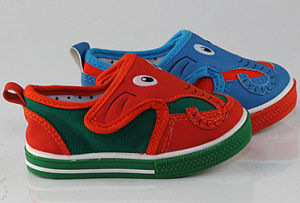 PVC Injection Shoes for Kids (SNC-260001) pictures & photos