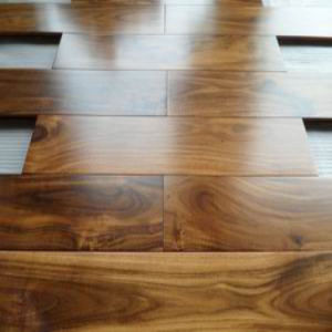 Foshan Factory Cheap Prefinished Golden Acacia Hardwood Flooring pictures & photos