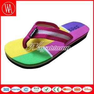 Flat Outdoors Comfort Boy′s Flip Flops Fashion Girl′s Slippers pictures & photos