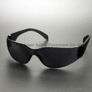 ANSI Z87.1 Black Lens and Black Frame Plastic Sunglasses (SG103) pictures & photos