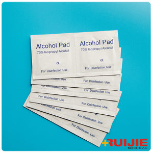 Disposable Medical Non-Woven Sterile 70% Isopropyl Alcohol Pads pictures & photos