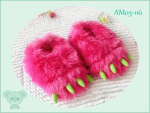 Warm Soft Cartoon Children′s Shoes Indoor Slipper for Winter pictures & photos