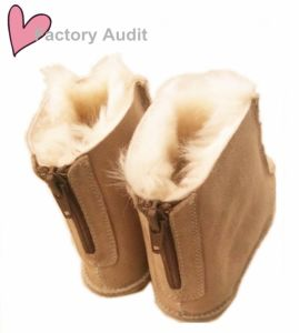 Soft Rubber Outsole Back Zipper Design Sheepskin Children Boots pictures & photos