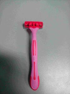 Riple Blade Shaving Razor with Lubrication Strip / Disposable Razor / Plastic Shaving Razor
