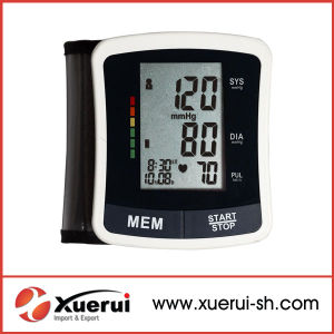 Wrist-Type Automatic Blood Pressure Monitor pictures & photos