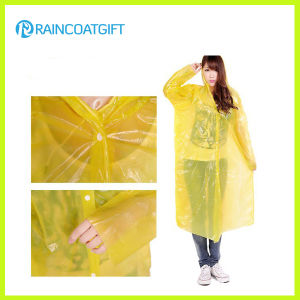 Women′s Yellow PE Disposable Raincoat Rpe-150 pictures & photos