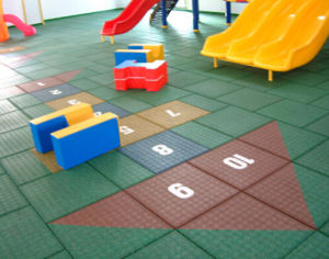 Free Sample of Playground/School Recycled Rubber Tile pictures & photos