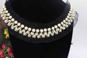 Sew on Rhinestone Strip and Pearls Neckline Beads Collar on Garment (TA-009) pictures & photos