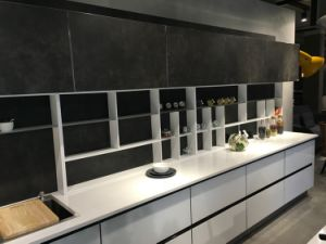 Hangzhou Kitchen Cabinet Factory White Glossy Lacquer/ Glass Doors Modern Design Kitchen Cabinet pictures & photos