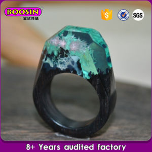 Boosin Handmade Unique Secret Ebony Wood Green Resin Engagement Ring pictures & photos