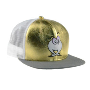 Gold/White 6 Panels PU/Mesh Flat Brim Cap Trucker Cap with Embroidery pictures & photos