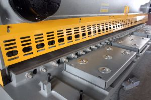 QC11k Hydraulic Guillotine Shearing Machine, Best Selling 16mm Guillotine Shearing Machine pictures & photos