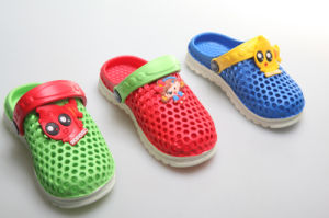 OEM Personalized Colored Children′s Clogs pictures & photos