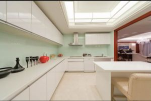 New Design High Glossy Home Furniture Kitchen Cabinet Yb1709473 pictures & photos