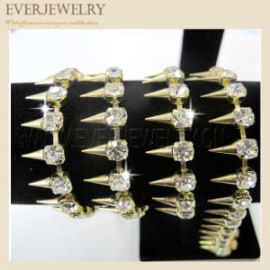 Spike with Crystal Rhinestoness29 Cup Chain Gold pictures & photos
